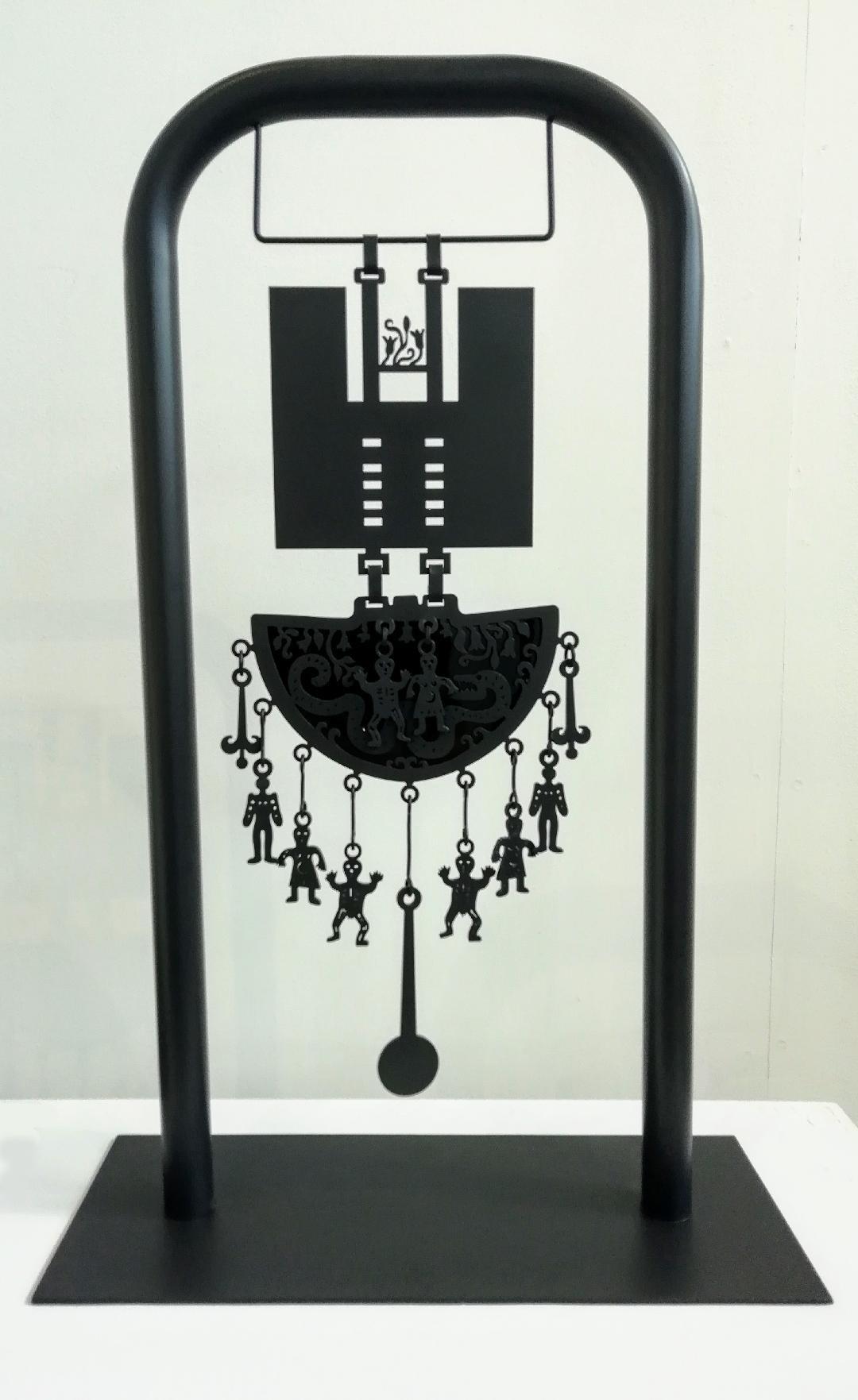 Colgante escultórico Acero corte laser al carbón  y obsidiana 60 x 38 x 15 cms.