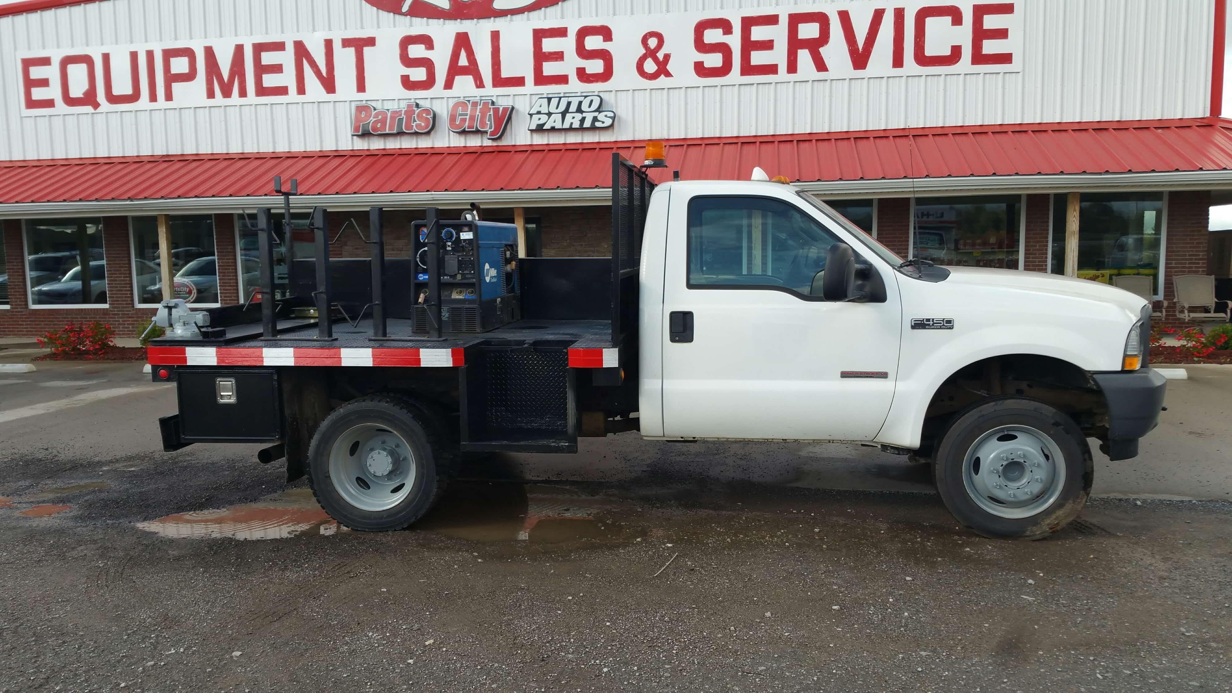 Ford F-450 Pickup Truck 4