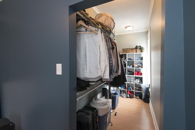 https://0201.nccdn.net/4_2/000/000/064/d40/64-elliott-d-bedroom-1-closet.jpg
