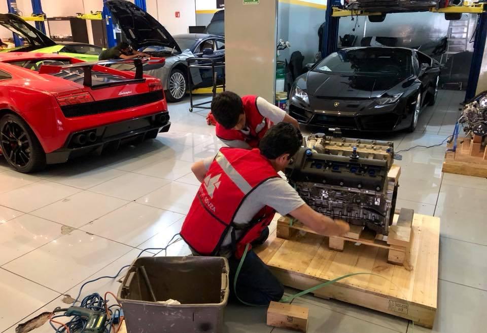 Servicio de embalado motor Lamborghini para enviarse a Italia