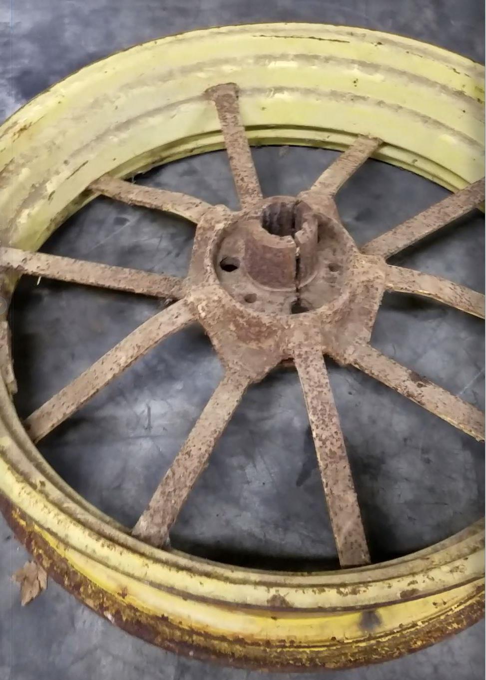 https://0201.nccdn.net/4_2/000/000/06b/a1b/tractorwheel.jpg