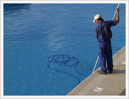 Swimming pool cleaning services||||