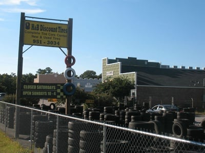H&B Discount Tires Sign