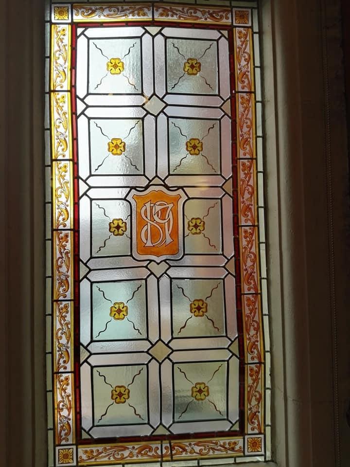 https://0201.nccdn.net/4_2/000/000/071/260/Blackpool-Town-Hall-window-4-720x960.jpg