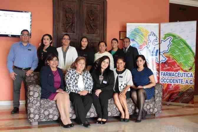 https://0201.nccdn.net/4_2/000/000/071/260/Comit---Directivo-de-la-Asociaci--n-Farmac--utica-Mexicana--de-Occidente-A.C.--encabezados-por-su-presidenta---Fabiola-Olivares----vila-672x448.jpg