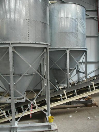 https://0201.nccdn.net/4_2/000/000/071/260/Glass-waste-silos-019-384x512.jpg