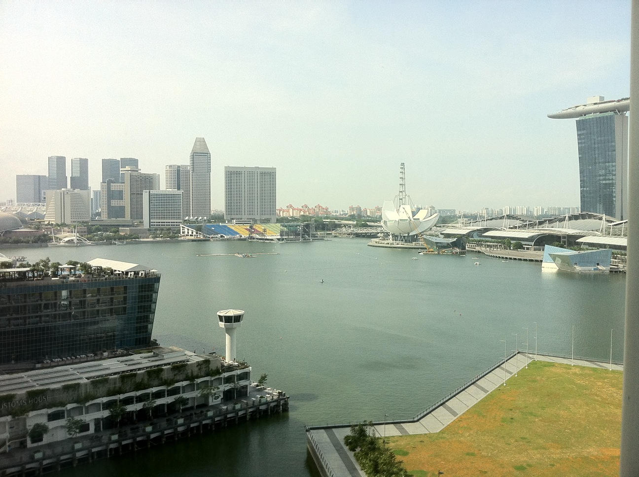 Panoramic view from your bayview serviced apartment, book your apartment from SailAtMarinaBay.com