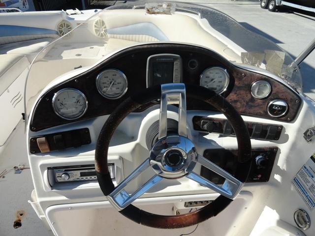 https://0201.nccdn.net/4_2/000/000/076/de9/Hurrican-Deck-Boat-Dash--640x480.jpg