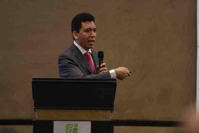 https://0201.nccdn.net/4_2/000/000/076/de9/Marcos-L.-Sol--s-Leyva--Subdirector-Ejecutivo-de-Licencias--Sanitarias-de-COFEPRIS--3--672x448.jpg