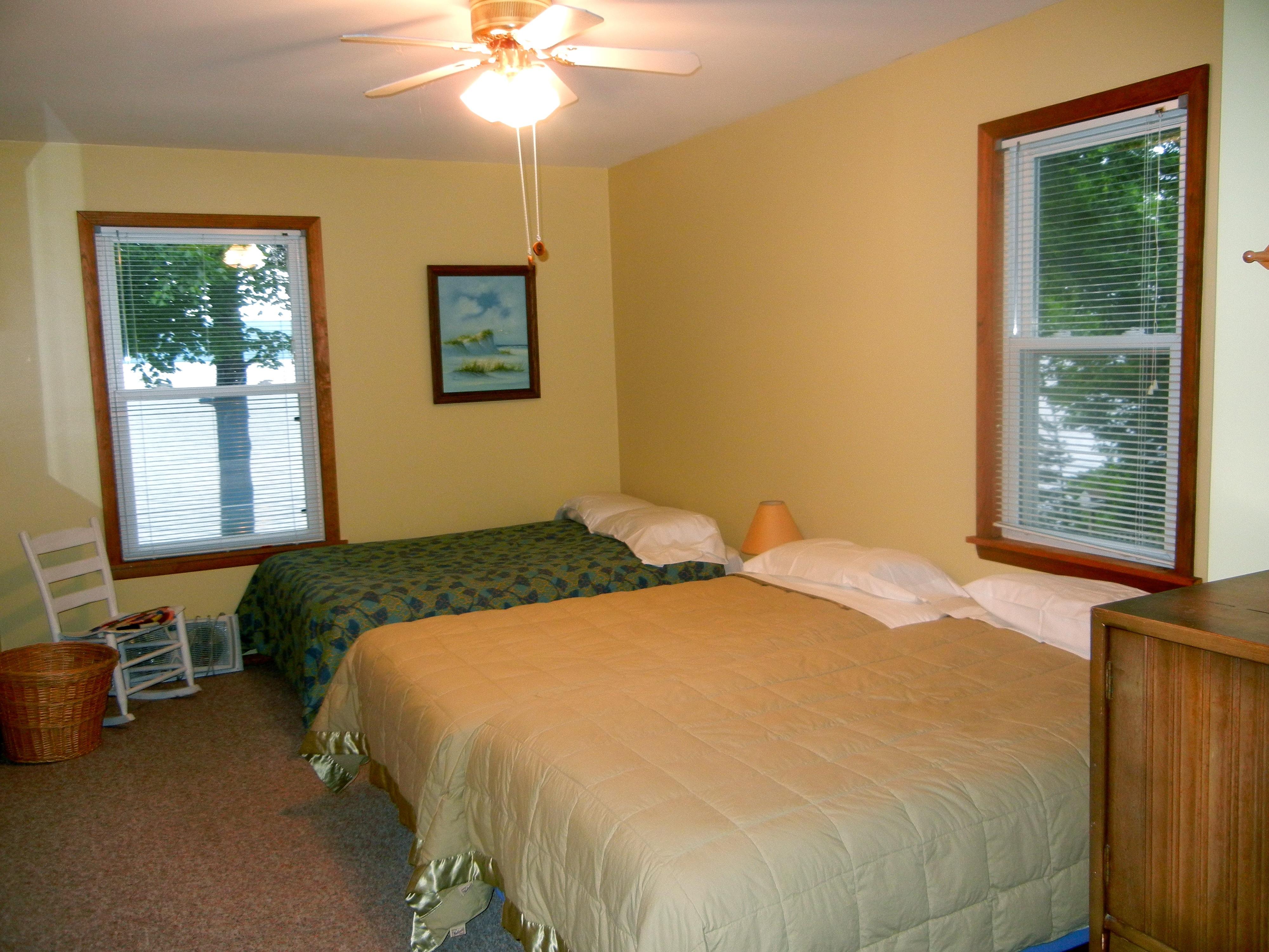 https://0201.nccdn.net/4_2/000/000/076/de9/bedroom-4-4000x3000.jpg