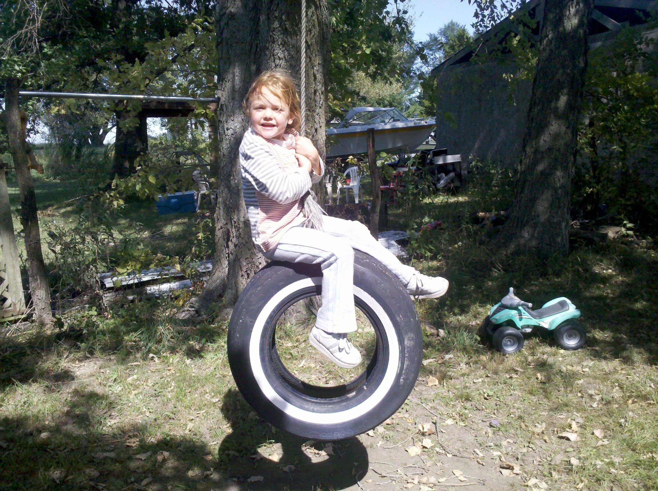 https://0201.nccdn.net/4_2/000/000/076/de9/tire-swing-fall-2011--5--min-2592x1936.jpg