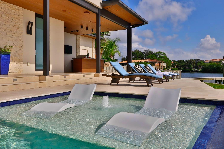 https://0201.nccdn.net/4_2/000/000/078/264/waterfront-contemporary-home--16-.jpg