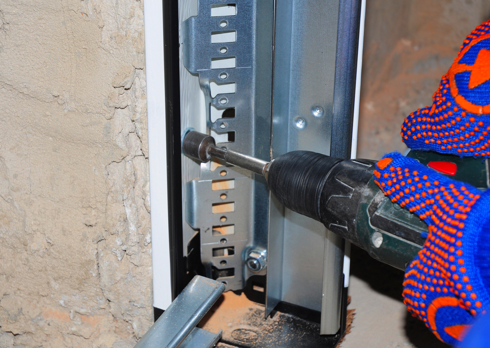 Repairing garage door in Lansing MI