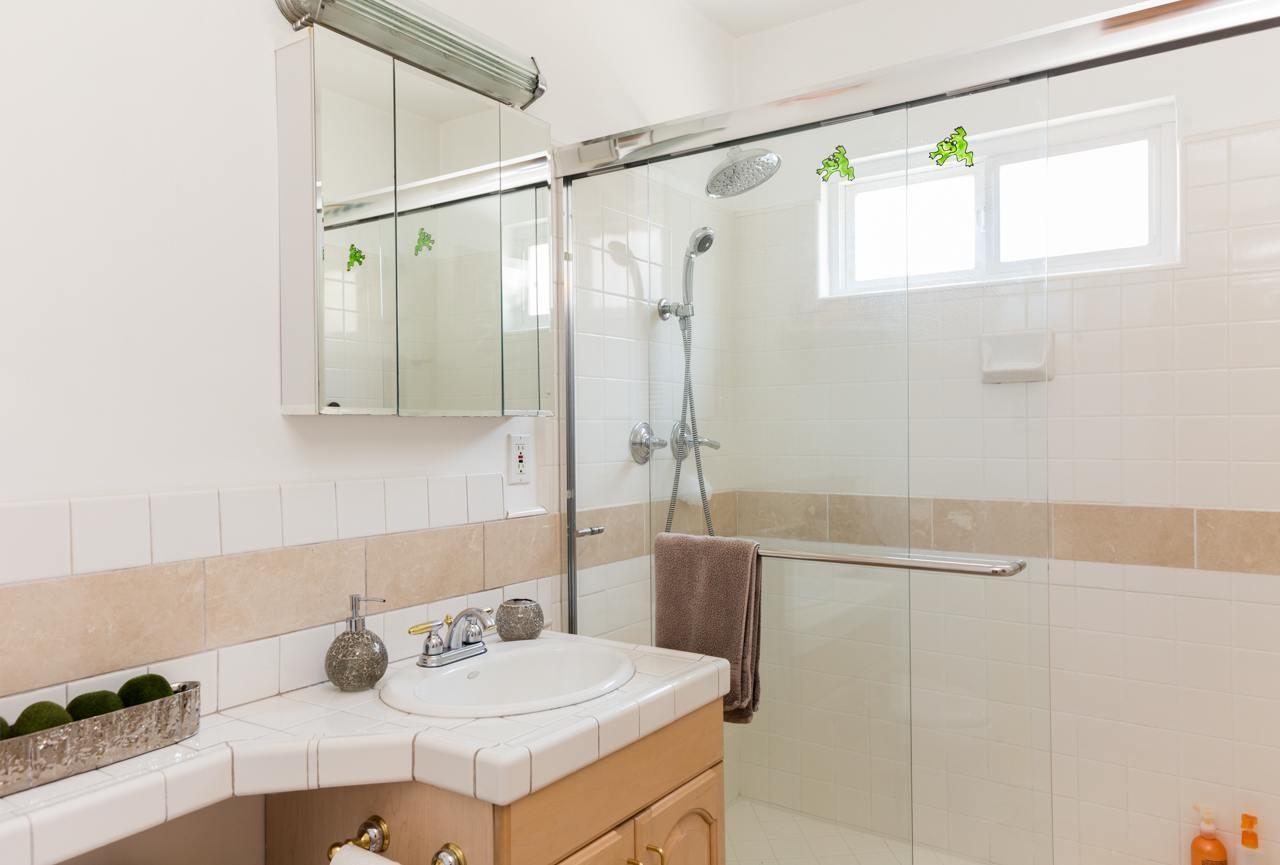 Hermosa Beach House 1 Bathroom 3