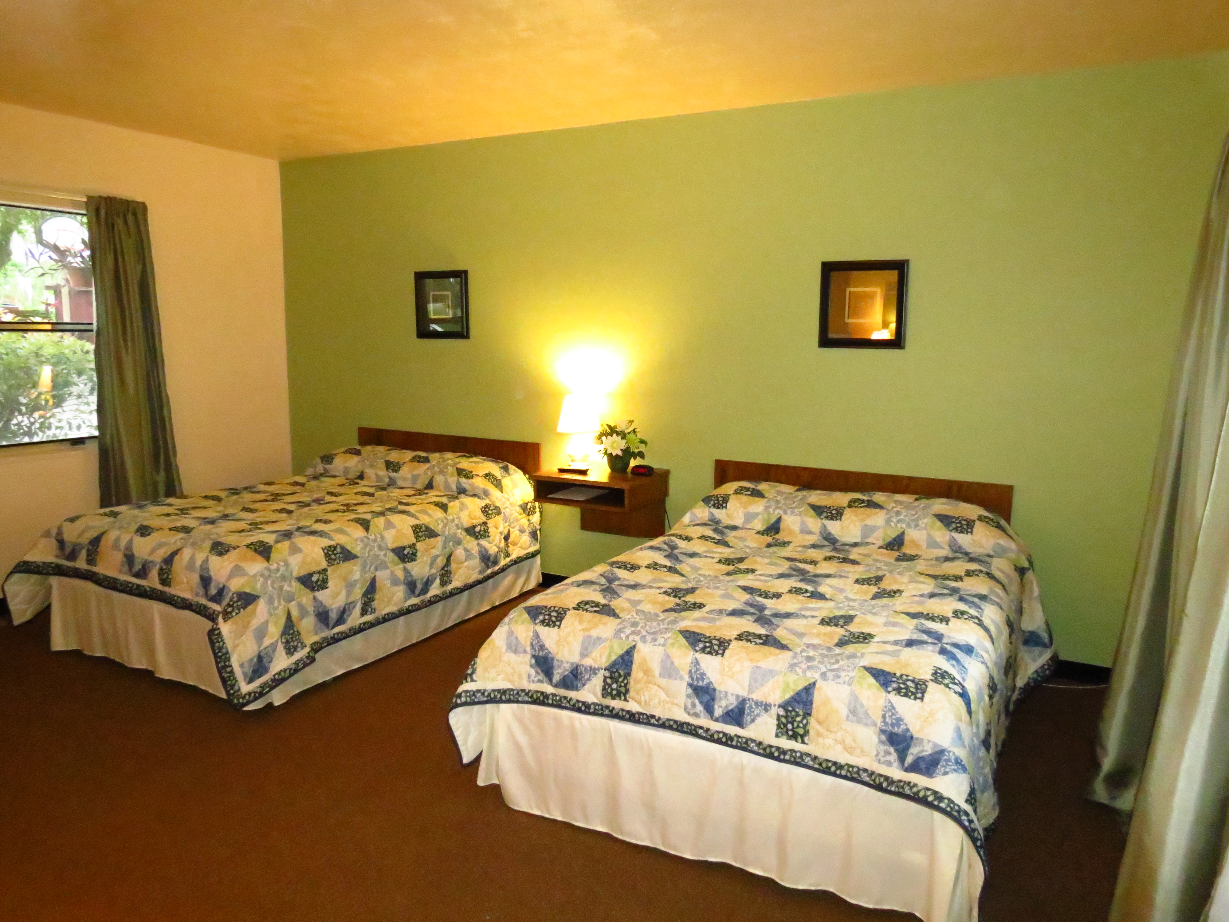 Double beds motel room||||