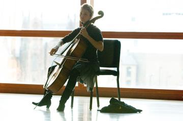 https://0201.nccdn.net/4_2/000/000/07e/101/Cello-6.jpg