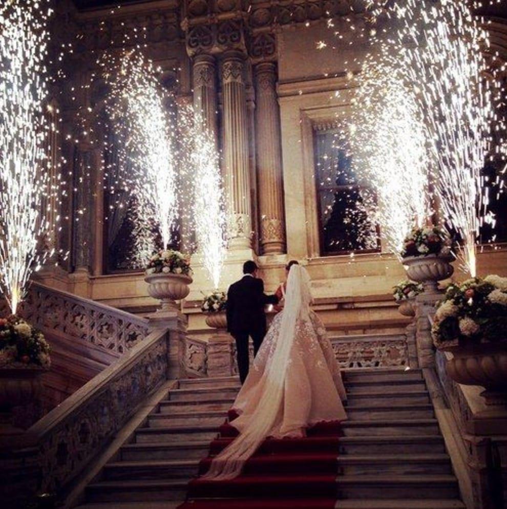 https://0201.nccdn.net/4_2/000/000/07e/96f/wedding3-990x994.jpg