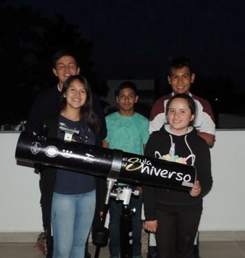 Visita a la BUAP para construir un telescopio