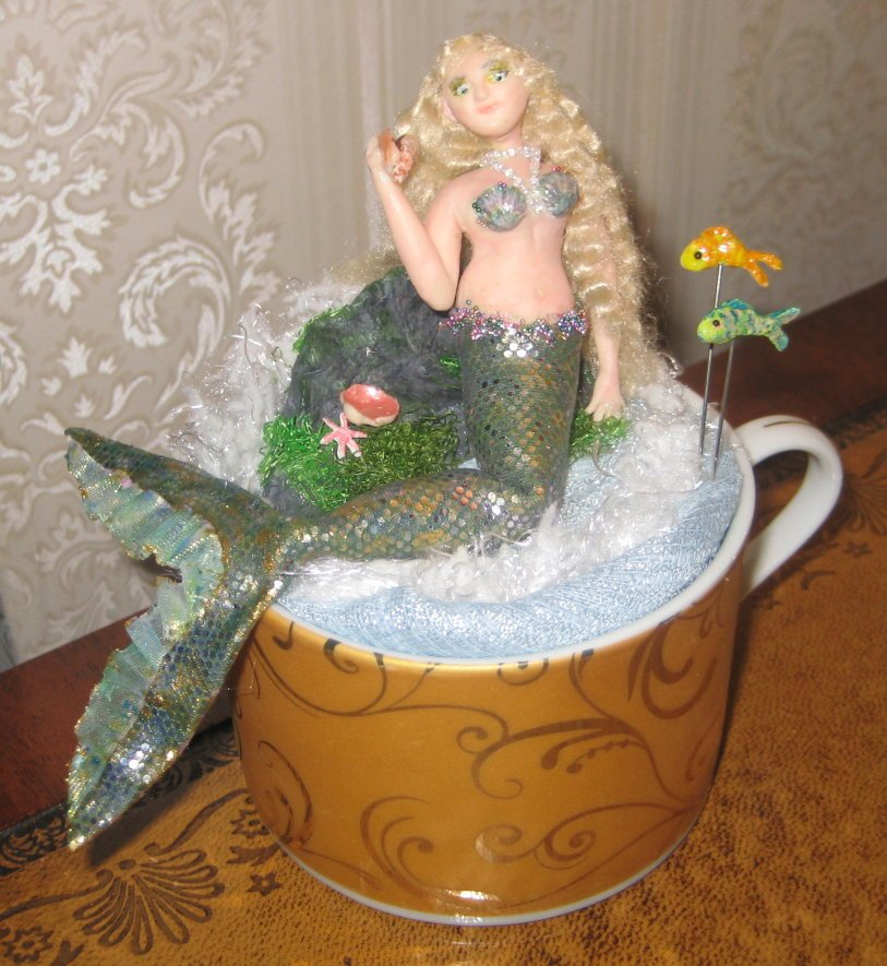 VINTAGE TEACUP PINCUSHION WITH MERMAID SCENE & FISHY PINS