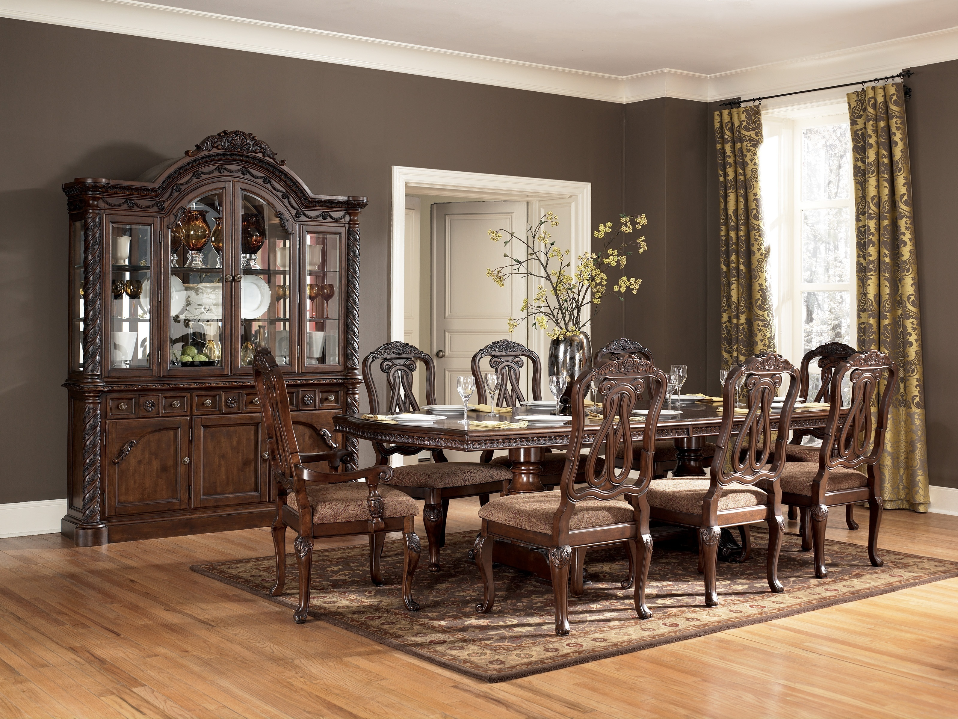Formal Dining; Click Here!