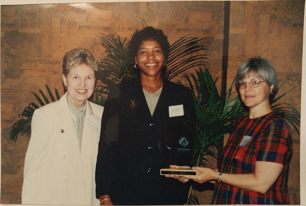 https://0201.nccdn.net/4_2/000/000/086/598/Girl-s-Scout--Women-of-Distinction-Award---Senator-Evelyn-Lynn-1000x673.jpg